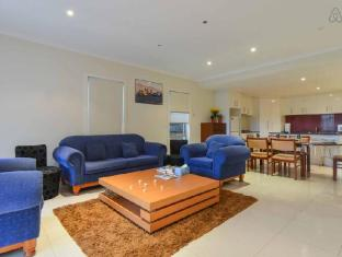 Boutique Stays - 3 Bedroom Townhouse