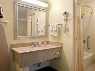 /de-de/baymont-inn-suites-savannah-midtown_2/hotel/savannah-ga-us.html?asq=jGXBHFvRg5Z51Emf%2fbXG4w%3d%3d